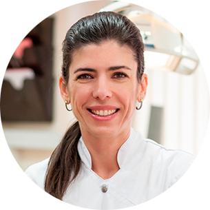 Carolina Lafuente integrante del equipo médico de odontología general y periodoncia