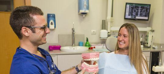 Carillas estéticas, una sonrisa perfecta - Dental Roca Elche