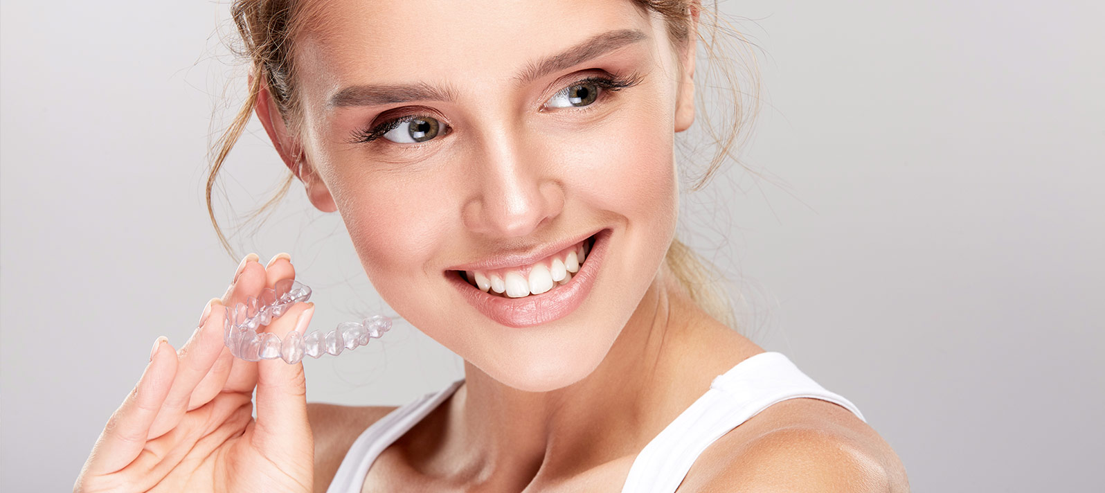 Ortodoncia invisible para conseguir una sonrisa perfecta - Dental Roca