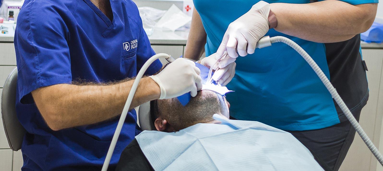 En nuestro centro odontológico realizamos prótesis dentales