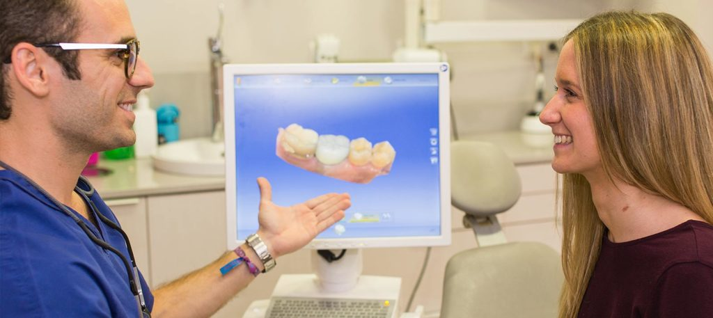 En Dental Roca contamos con la tecnología más avanzada para la colocación de prótesis dentales