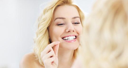 ¿Cómo hacer una limpieza completa dental desde casa?