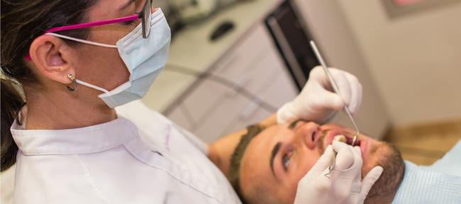Visita a tu dentista de confianza para saber si necesitas un tratamiento de ortodoncia
