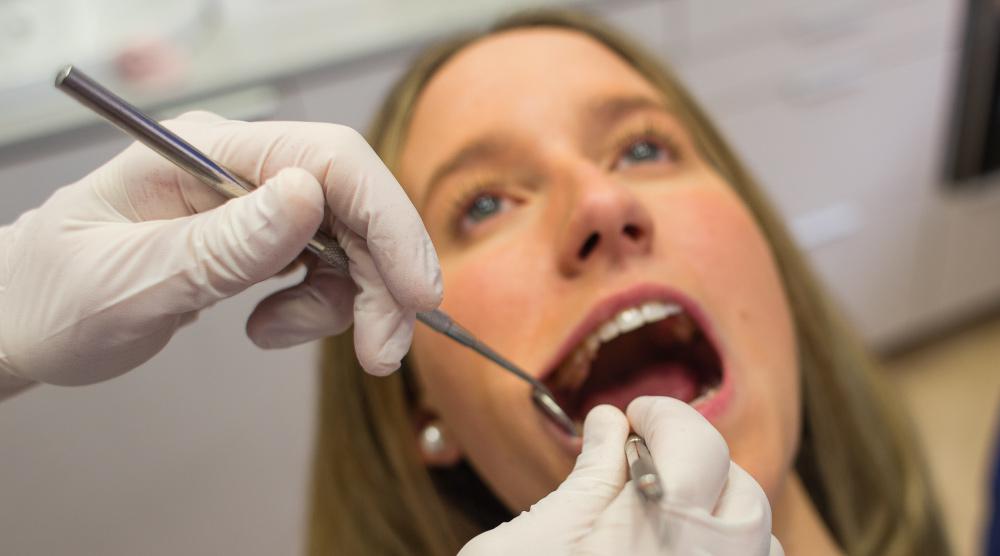 Empaste en Dental Roca Elche